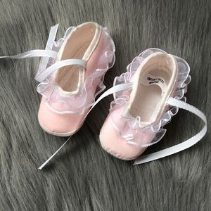 Other - NWOT Pink newborn girl / baby shoes